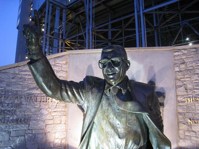 Joe Paterno Statue am Beaver Stadium