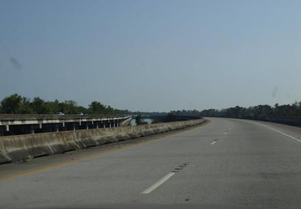 Auf dem Weg nach New Orleans: Autobahn in gewohnter US-Qualität - ©Alexander Lechner