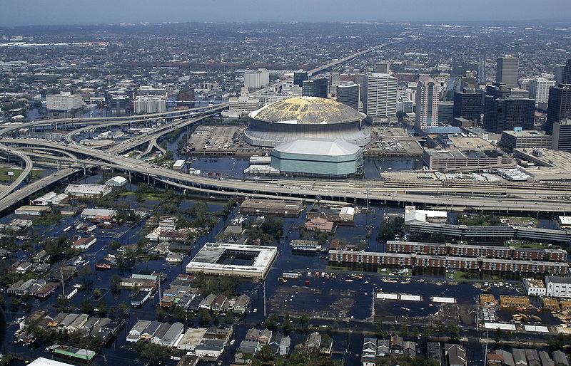 Der abgedeckte Superdome wurde zum Symbol für New Orleans und Katrina