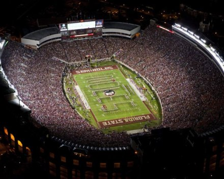 Bobby Bowden Field at Doak Campbell Stadium bei Nacht