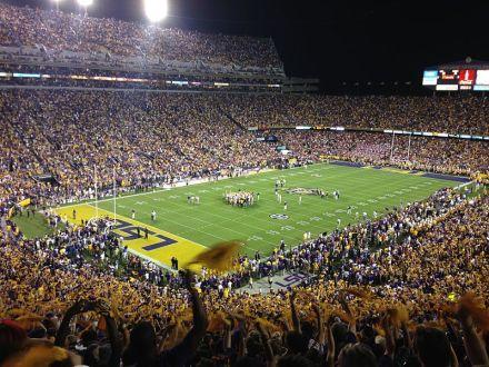 Gehört zu den stimmungsvollsten Stadien weltweit: Das Tiger Stadium in Baton Rouge, ein 92.000er Gigant - Bild: Wikipedia.