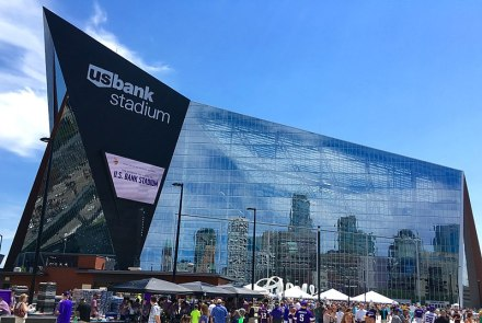 800px-US_Bank_Stadium_-_West_Facade
